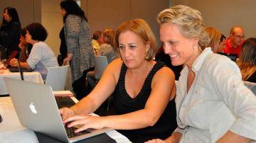 Illustrasjonsfoto: Kvinner foran PC-skjerm