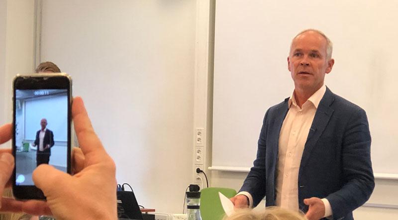 456d6b16 For få fyller på med ny kunnskap. Lærevilkårsmonitoren 2018, som er Kompetanse  Norges ...